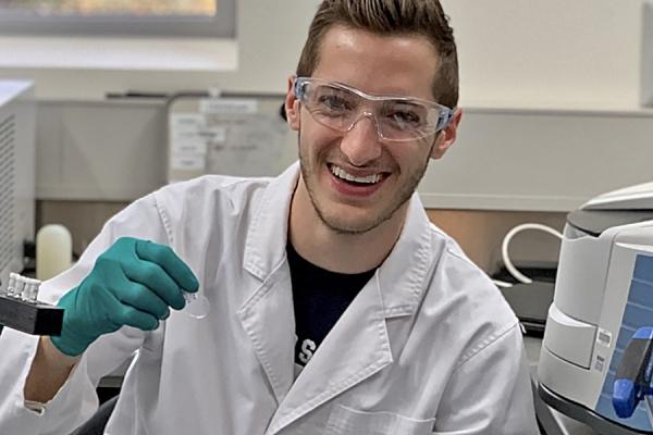 Award to fund doctoral research into e-cigarettes